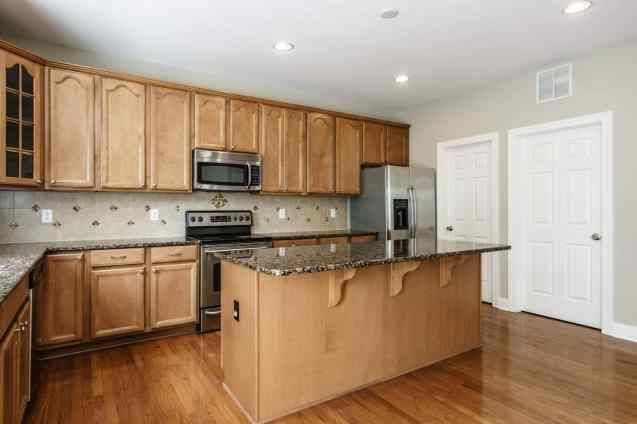 017 - 201 Powers Ferry Presented by MORE Real Estate_Kitchen