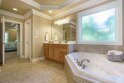 022 - 205 Settlecroft Presented by MORE Real Estate_Master Bathroom