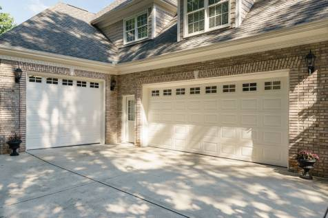 041 - 205 Settlecroft Presented by MORE Real Estate_Garage