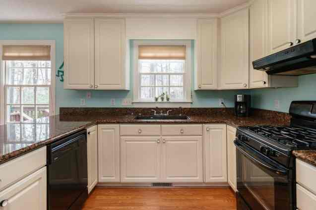 013_106 Huntsmoor Lane Presented by MORE Real Estate_Kitchen