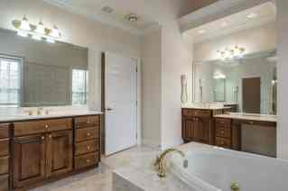 023_2708 Rolling Oaks Lane_ Presented by MORE Real Estate_Master Bathroom