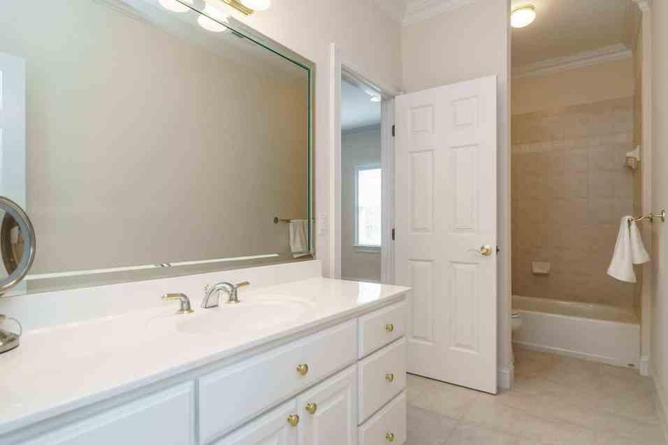 025_2708 Rolling Oaks Lane_ Presented by MORE Real Estate_Bathroom