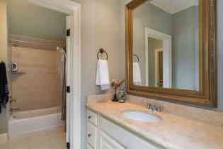 032_10901 Grand Journey Presented by MORE Real Estate_Jack and Jill Bathroom