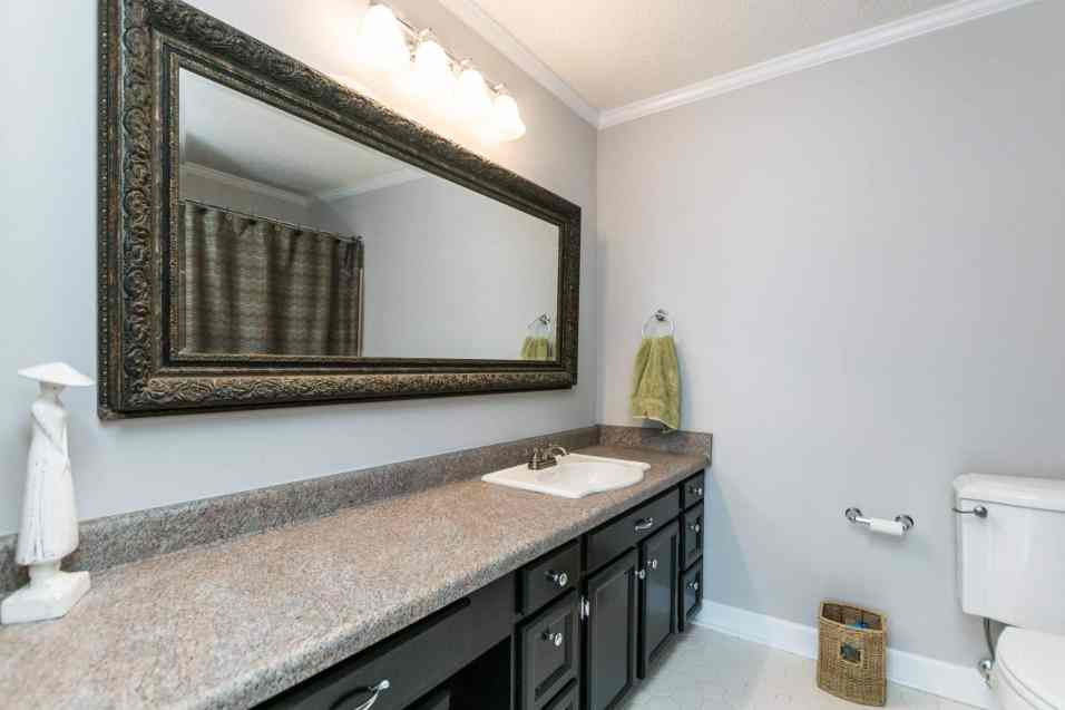 020_Presented by MORE Real Estate_Second Bedroom Bath