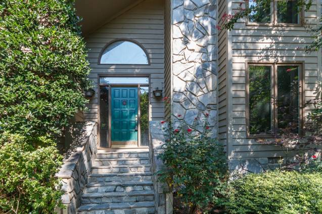 013_8816 Ross Court Presented by MORE Real Estate_Front Entry