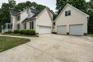 029_4325 Belnap Drive Presented by MORE Real Estate_ Garages