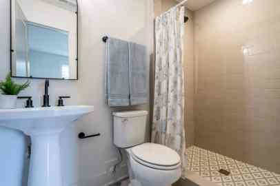 042_North Hills Renovations presented by MORE Real Estate Group_1408 Kimberly Drive_Bathroom