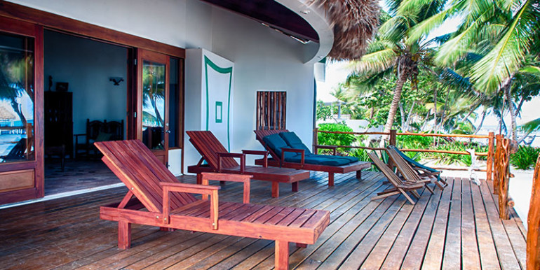 belize-luxury-beachfront-villa-veranda-770x386