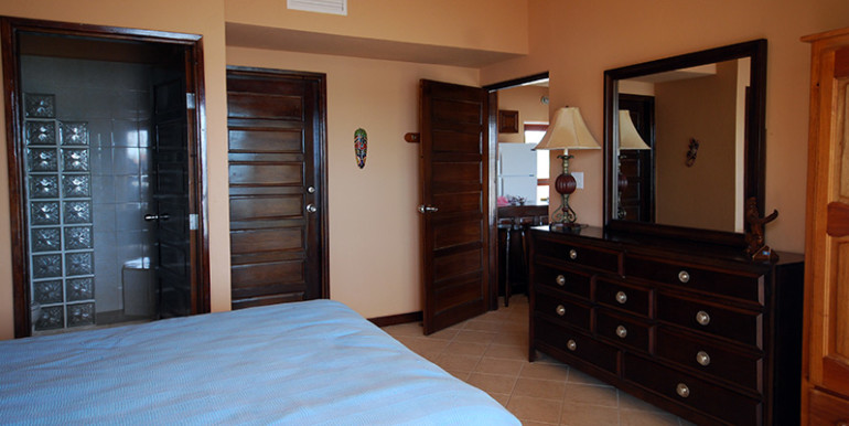 belize-waterfront-villa-bedroom1a-770x386