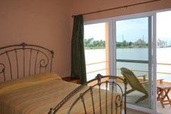 belize-waterfront-villa-bedroom2a-770x386