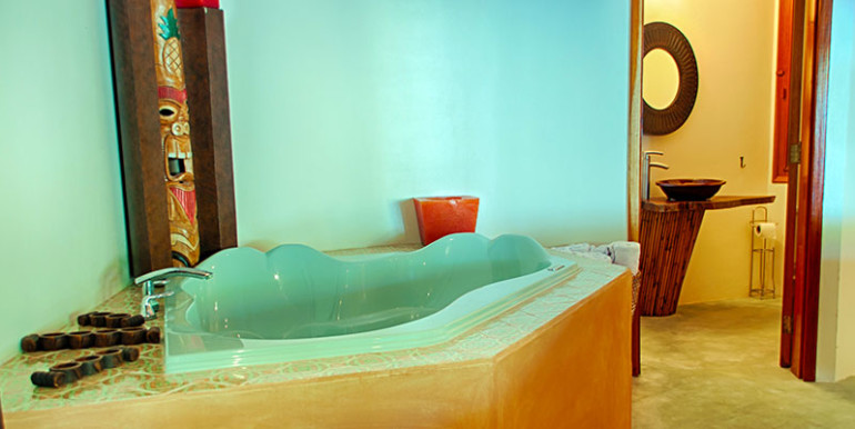 luxury-beachfront-villa-belize-bathroom4a-770x386