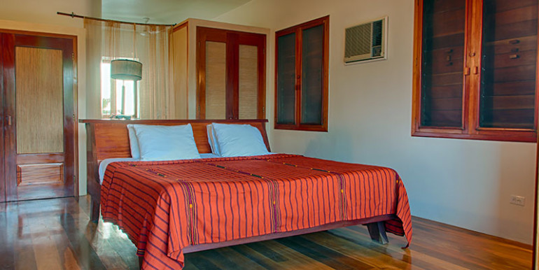 luxury-beachfront-villa-belize-bedroom2-770x386