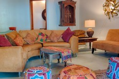 luxury-beachfront-villa-belize-livingroom2a-770x386