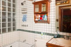 JER-Main-House-Bathroom-