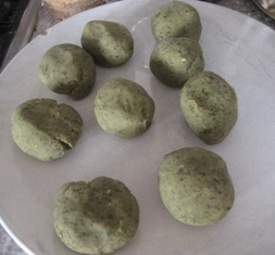 Claudia Roden's homemade falafel (2/3)