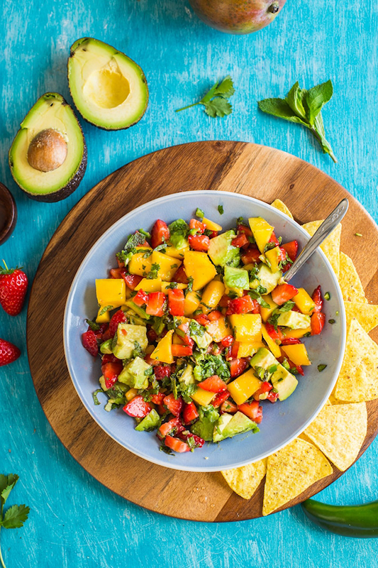 The Best of Whole30 Recipe Roundup l spicy avocado mango salsa
