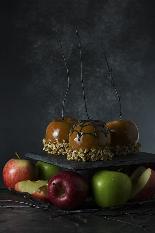 20+ Amazing Apple Recipes for the Fall l creepy caramel apples