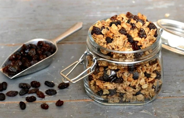 This gingerbread granola recipe is so easy and delicious!