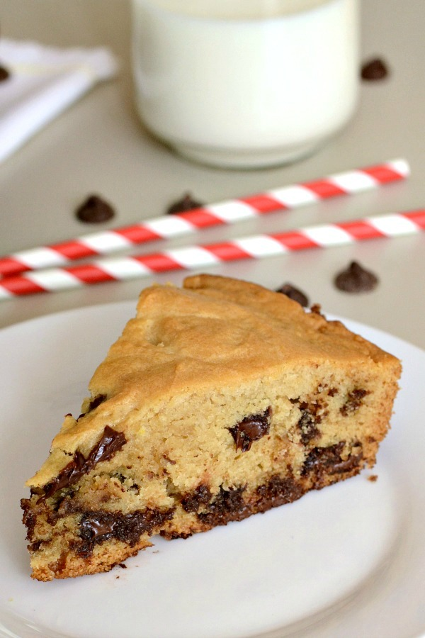 This Skillet Chocolate Chip Cookie is so, so good! It's a delicious dessert recipe that uses healthy ingredients. I love guilt-free treats like this!