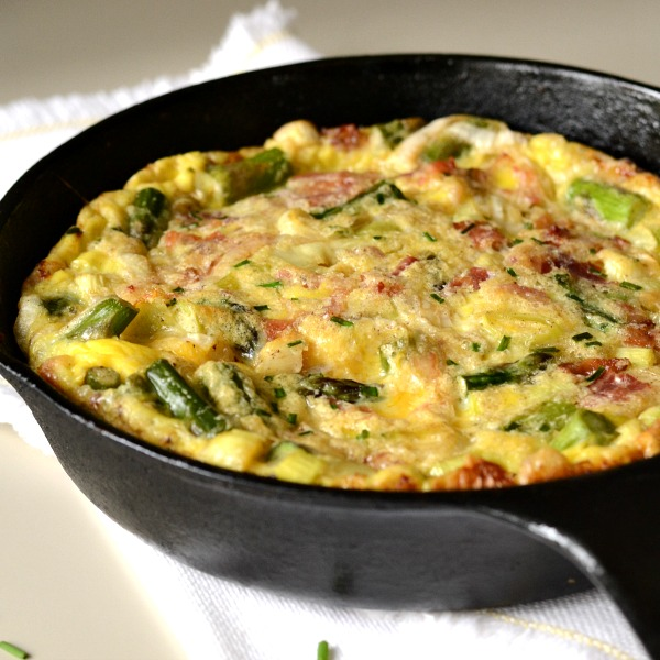 This asparagus leek frittata with bacon is the perfect celebration of spring vegetables! Great healthy recipe.