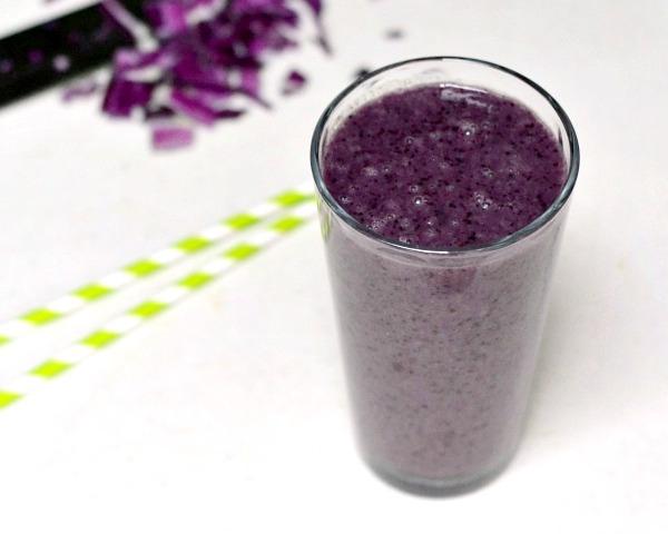 This purple detox smoothie is full of hidden vegetables!