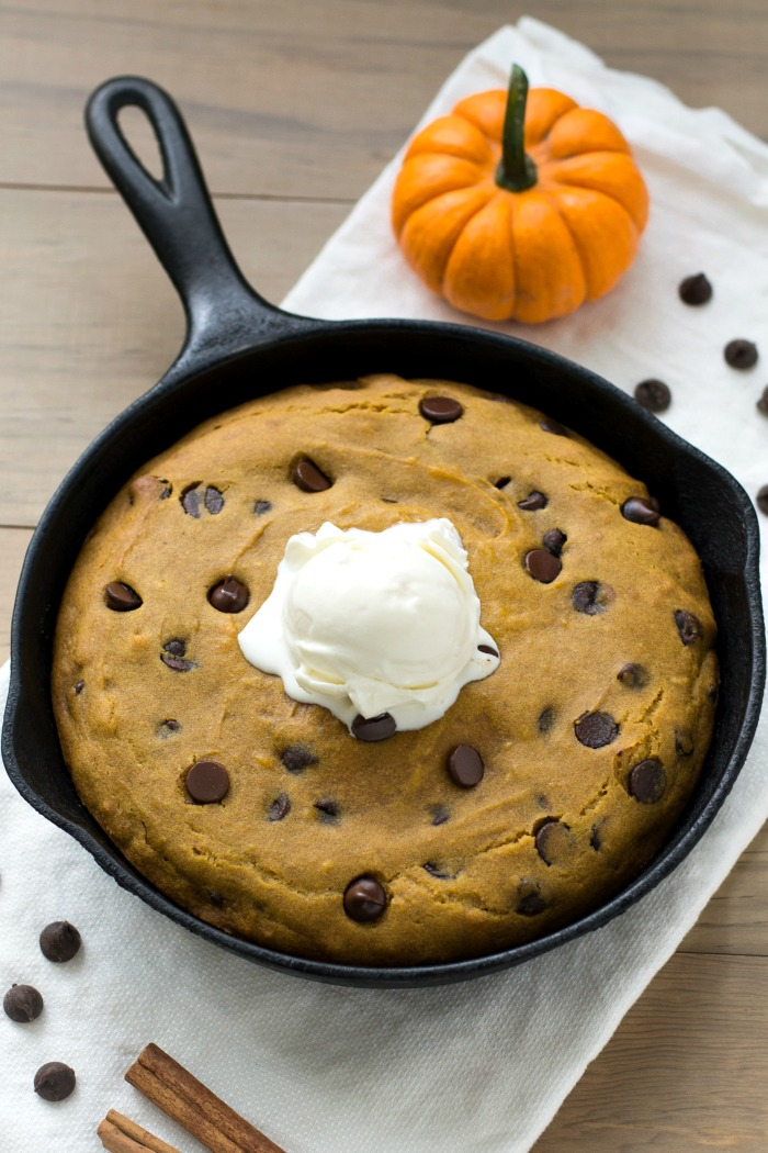 This pumpkin chocolate chip skillet cookie is an easy, delicious way to enjoy the flavors of fall! It's a healthy dessert recipe for the whole family. Recipe via realfoodrealdeals.com