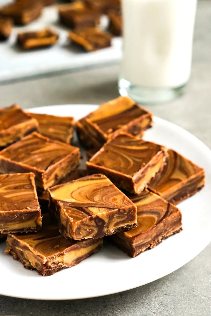 This 5 ingredient chocolate peanut butter fudge is such a delicious, healthy dessert recipe! The flavors go so well together. (Gluten-free, vegan)