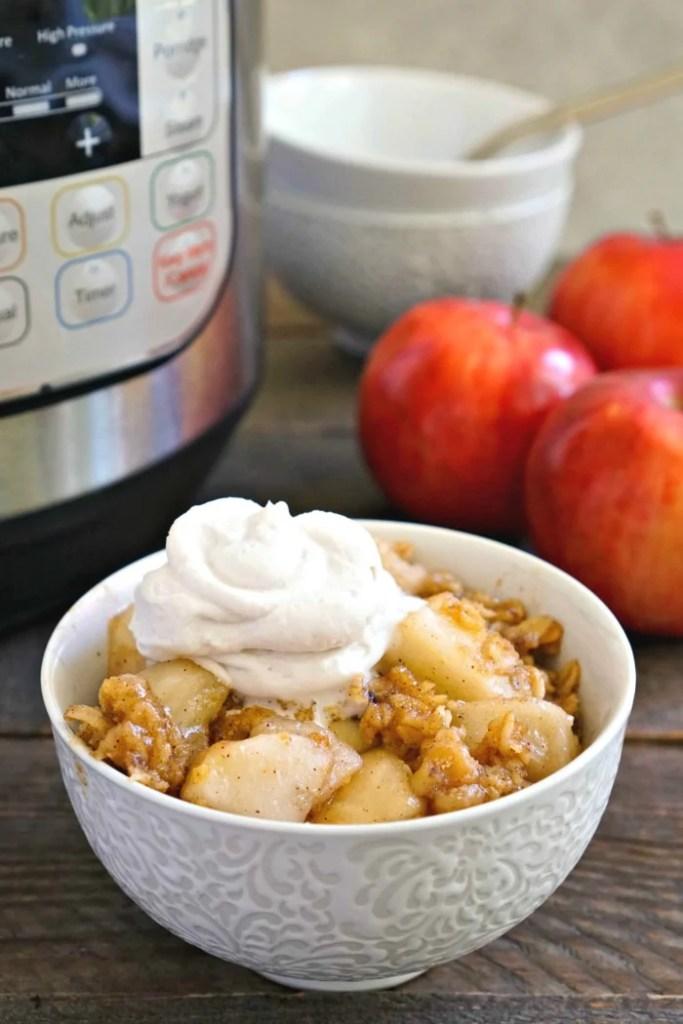 This Instant Pot apple crisp recipe is such a delicious dessert!