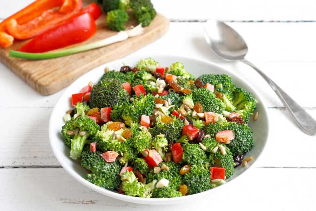 Broccoli salad with peppers and golden raisins