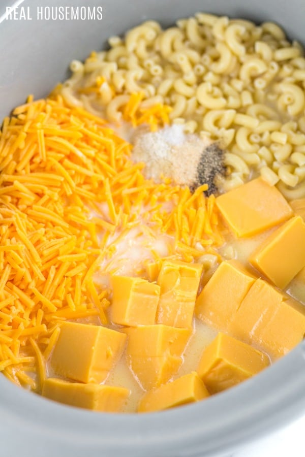 ingredient for crock pot mac and cheese in the slow cooker