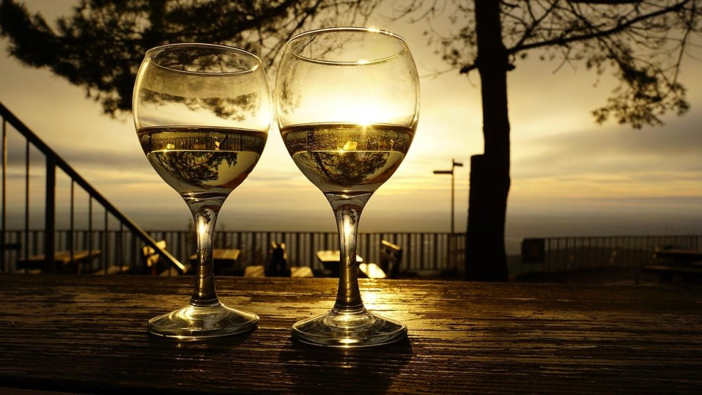 wine glasses, drinks, sunrise