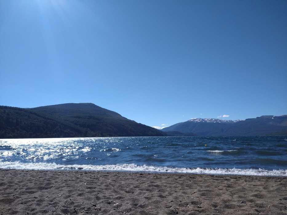 Playa Bonita, una postal única del lago Lolog