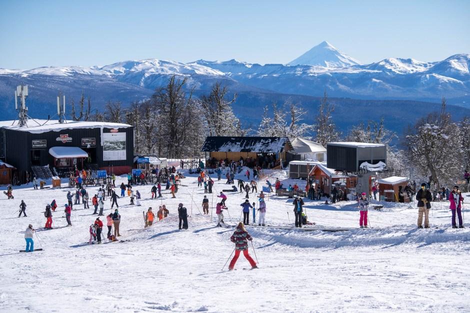 Mucha gente disfrutó de la nieve la primera jornada de Chapelco
