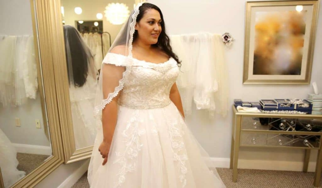 90 Day Fiance Ready to Run Recap - Kalani tries on wedding dress