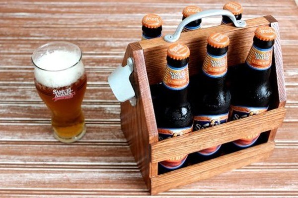 Beer Caddy Building project - perfect for beginner carpenters {Rougue Engineer}