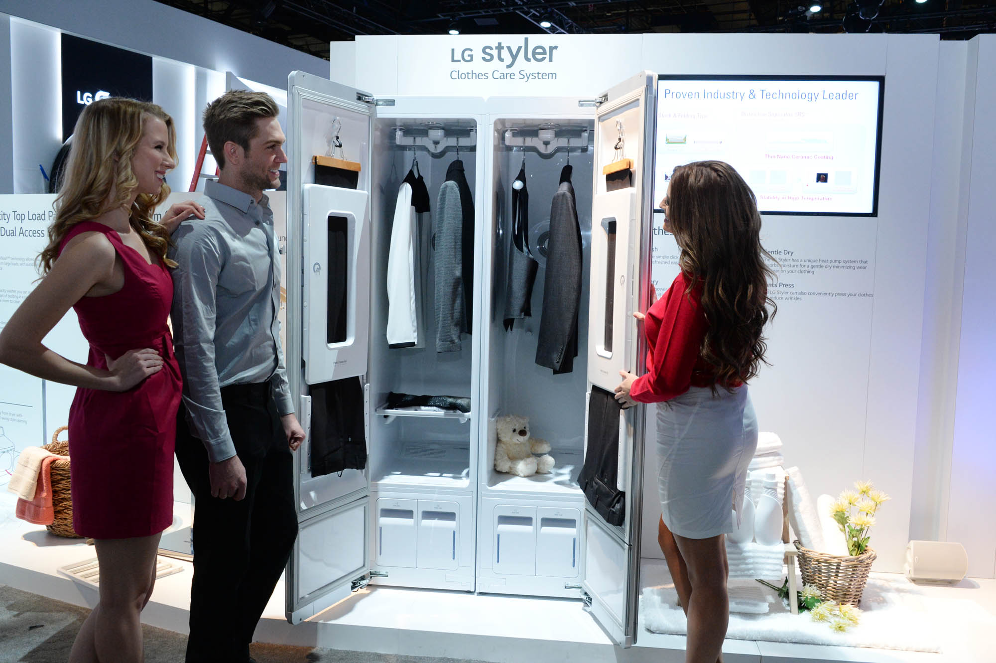 LG Reveals HighTech Machine For Your Closet That Can Dry