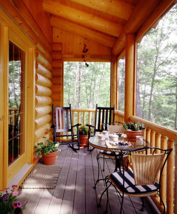 Log Home with Screened in Porch