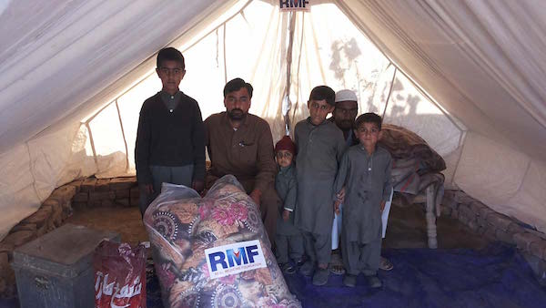family receiving tents and blankets