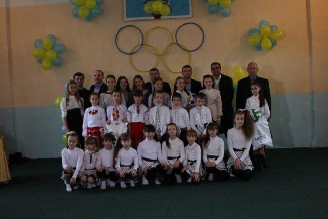 Учні Залісецької школи разом із благодійниками «Мрія Агрохолдинг»