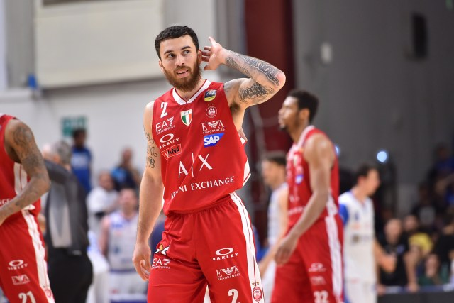 Ufficiale, Mike James rescinde