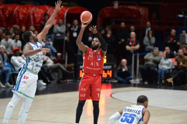 Olimpia Milano vs Reggio Emilia | Out Mack e White