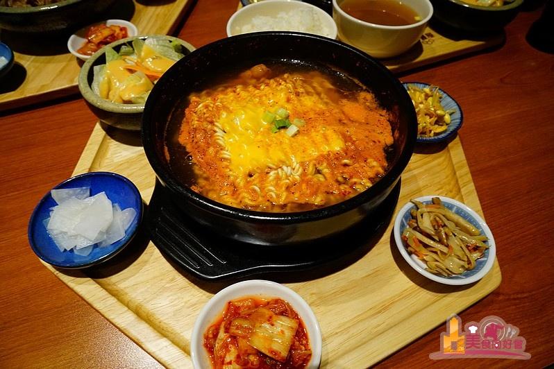 【高雄韓式料理】平價韓式家常定食 免費香草霜淇淋無限享用 米豐屋韓式定食