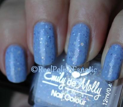 Emily de Molly - Hole In The Sky