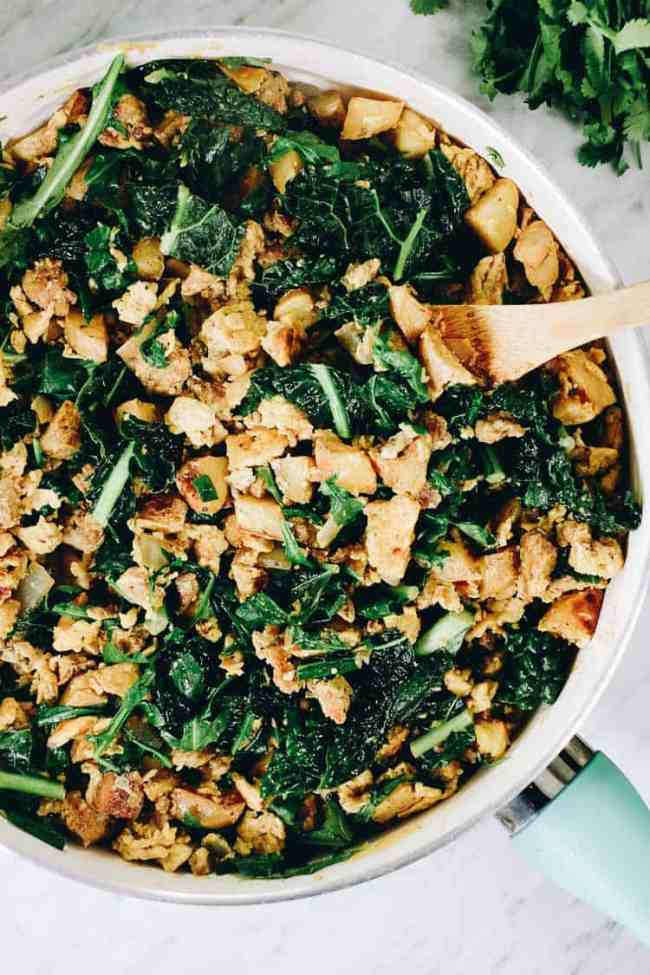 Basically a combination of scrambled eggs anda breakfast hash mixture, this chorizo and eggs is a flavorful Paleo and Whole30 breakfast option! Delicious chorizo blends with seasoned potatoes and greens for an easy and balanced Whole30 breakfast. It's bound to become one of your go-to Whole30 breakfast recipes! | realsimplegood.com #Whole30 #Paleo
