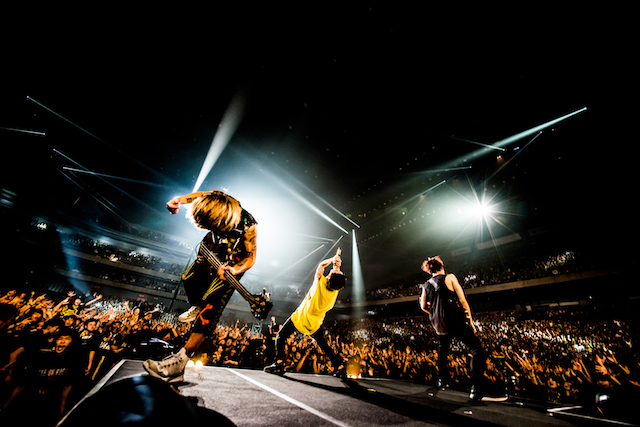 Fall Out Boy 2017 Wallpaper One Ok Rock『ambitions』ツアーに見た、 人間臭いカリスマ の魅力 Real Sound
