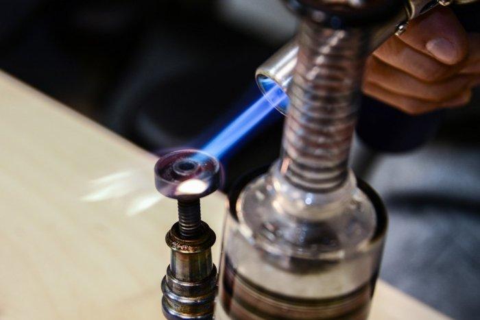 dabbing marijuana nail torch