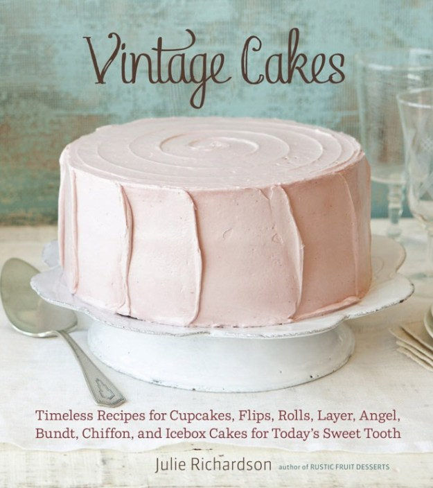 Real Weddings: For Your Review — Vintage Cakes