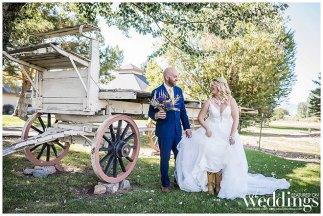 Caron Valley Nevada Wedding | Rachel Lomeli Photography | Antique Jewel Tone Wedding Inspo