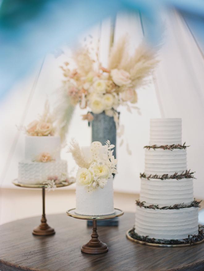 Sacramento Women Supporting Women | Wedding Inspiration | Elegant Rustic Lone Oak Longhorns Styled Shoot Boutique Wedding Cakes Desserts