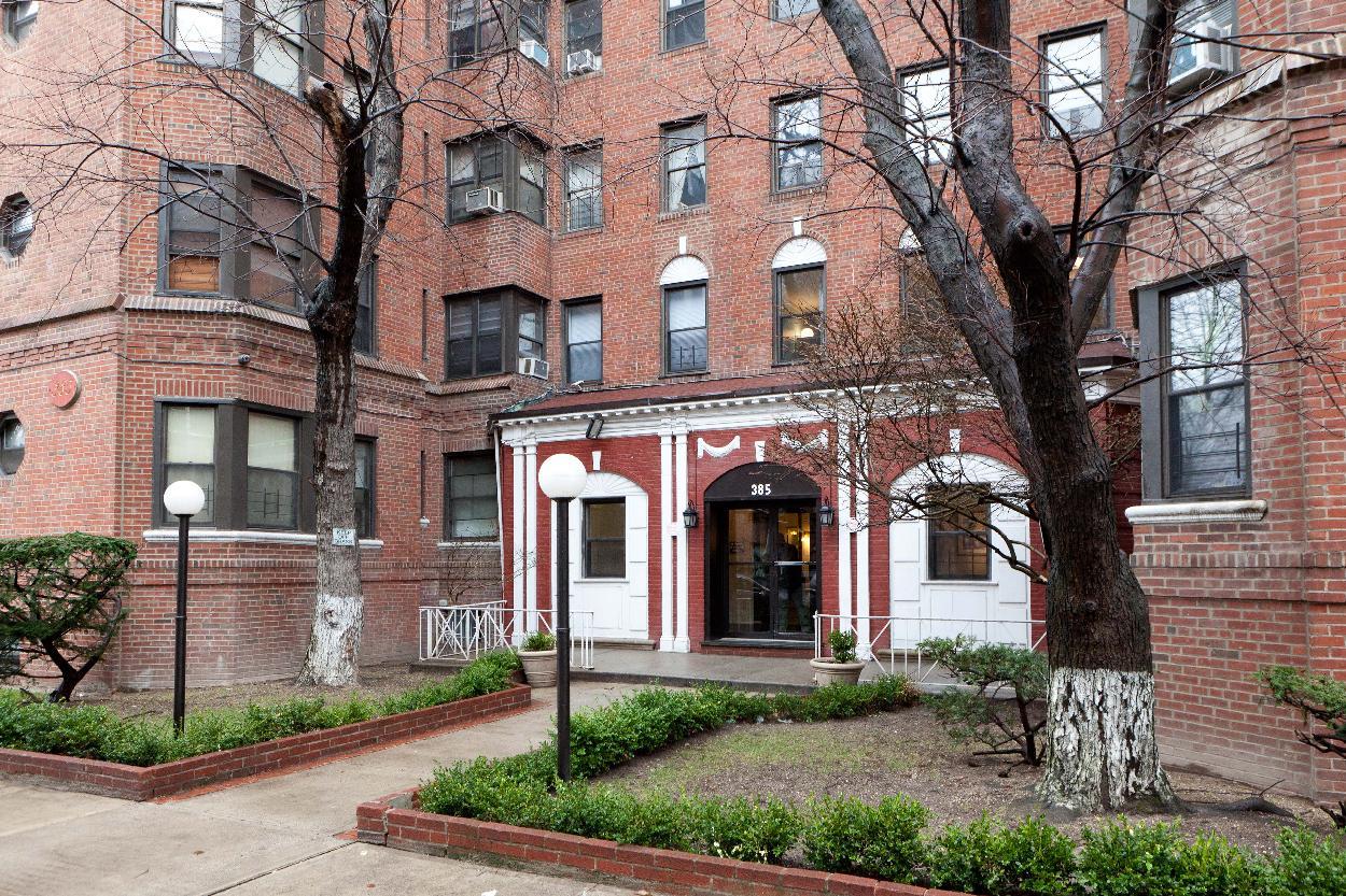 385 East 18th Street 1B Ditmas Park Brooklyn NY 11226